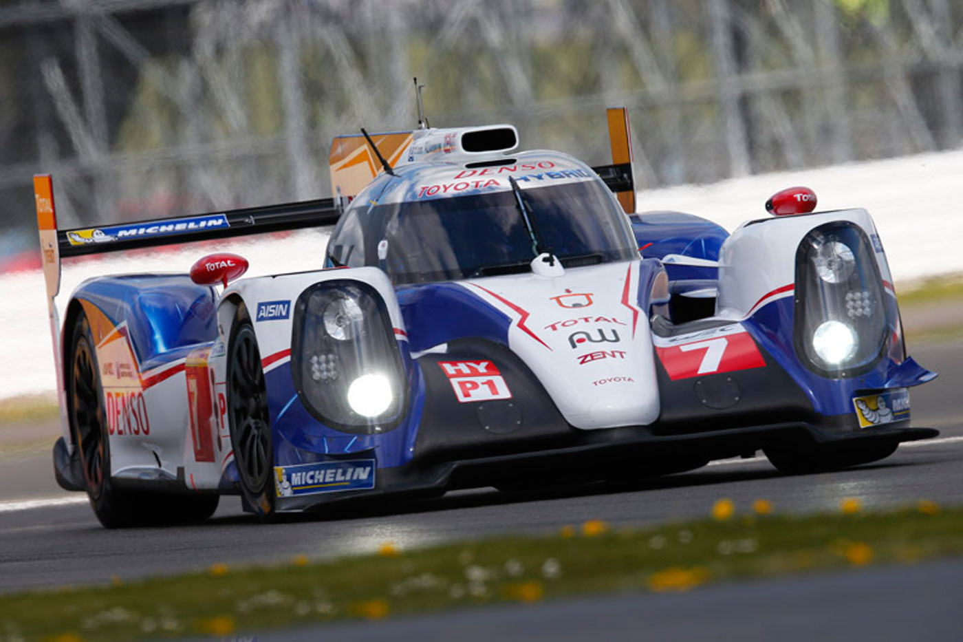 Toyota on pole at Silverstone