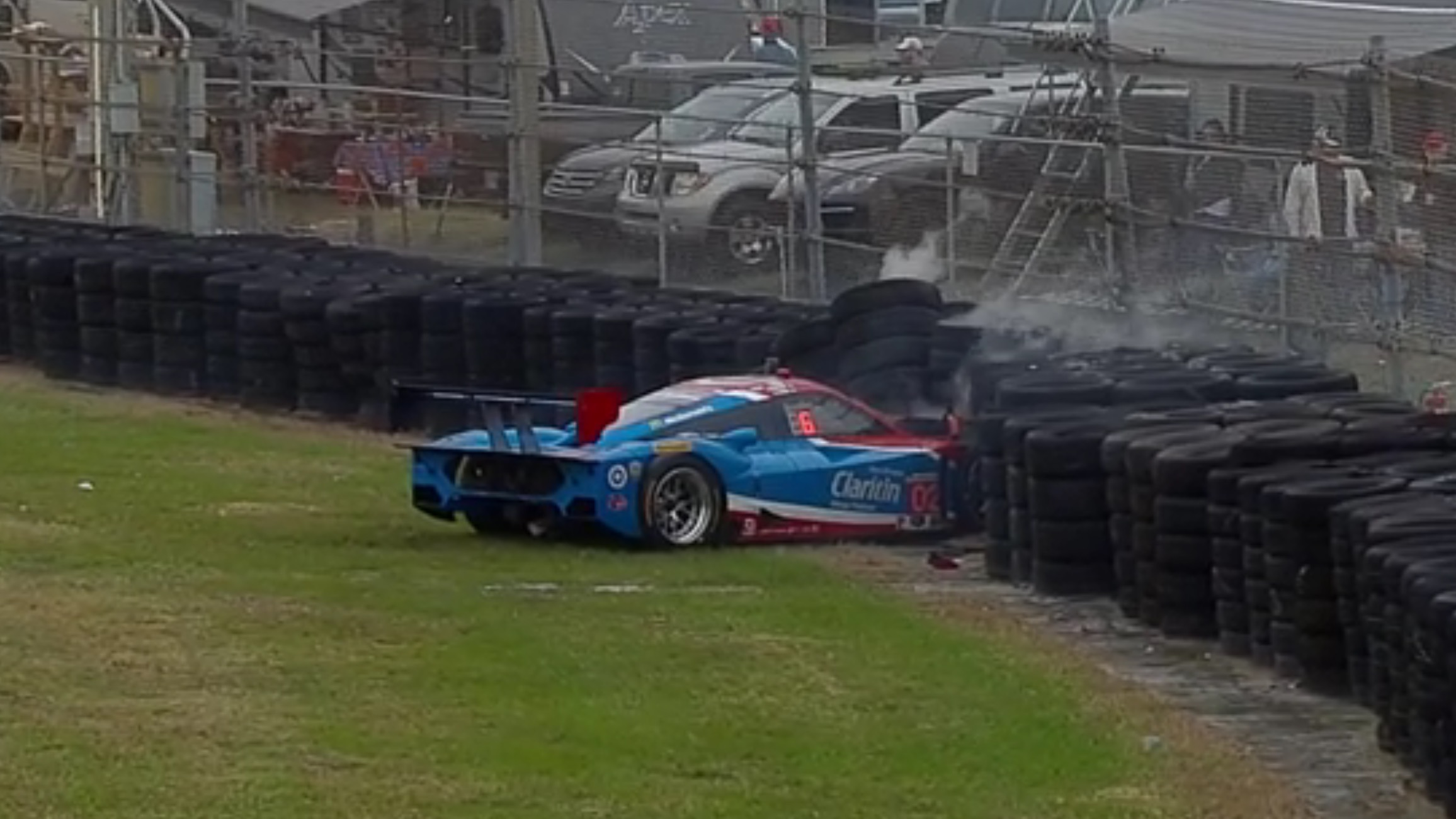 Larson crashes Ganassi Ford DP