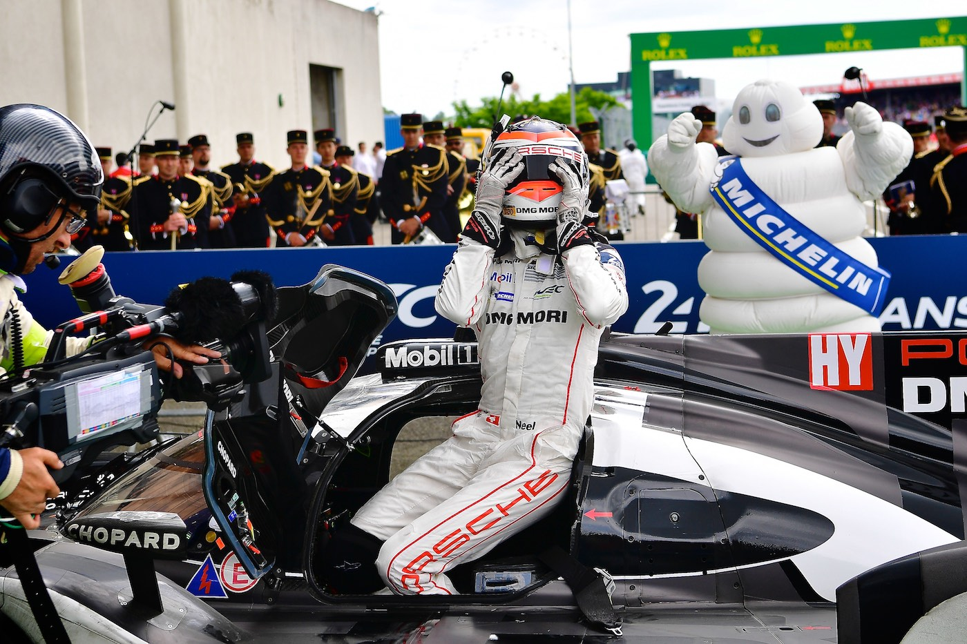 Porsche wins as Toyota suffers heartbreak