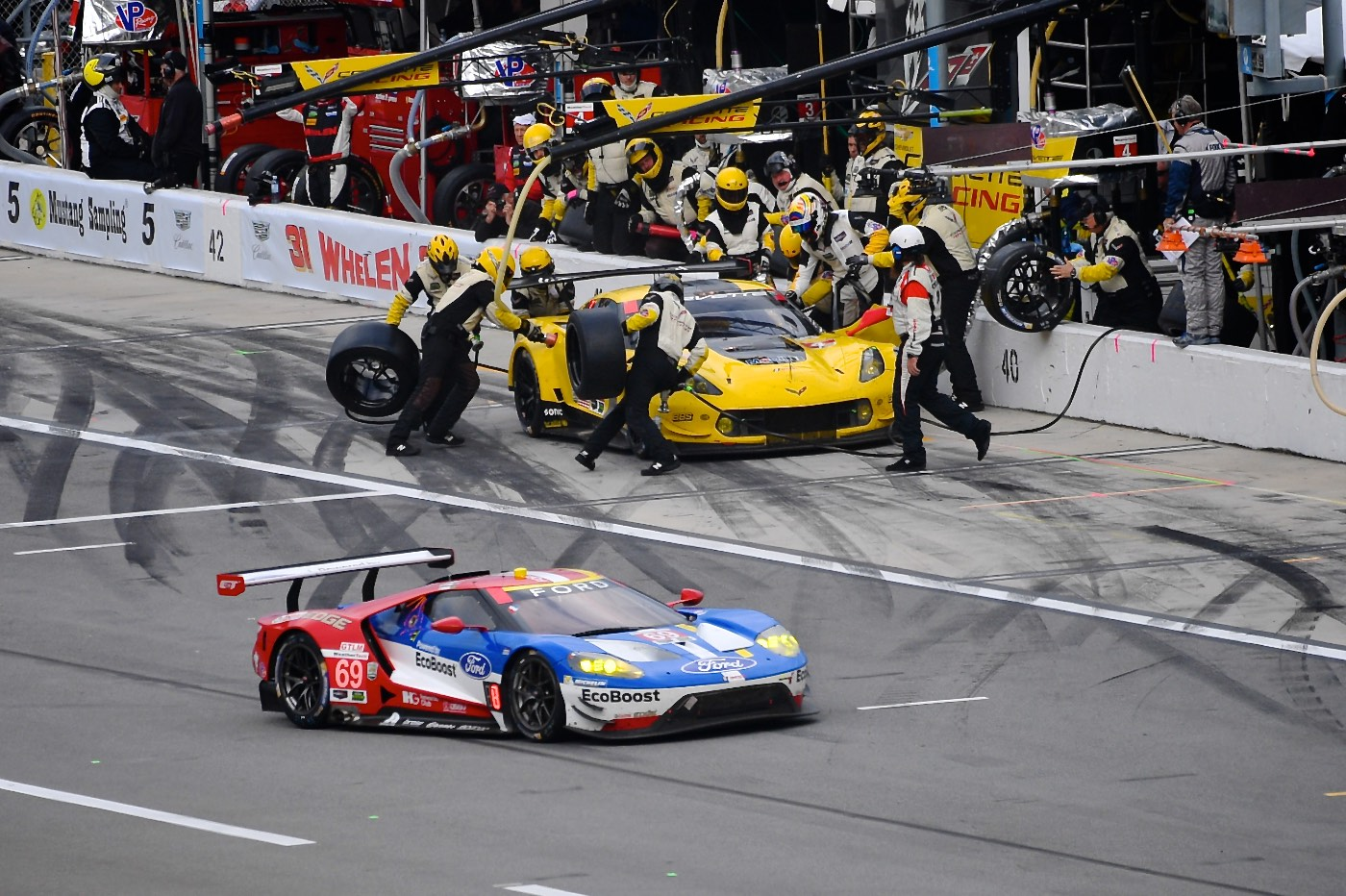 6 Hour mark: Rolex 24 at Daytona