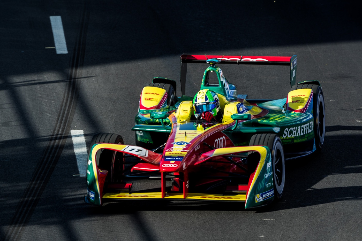 Di Grassi takes pole, cuts Buemi's point lead