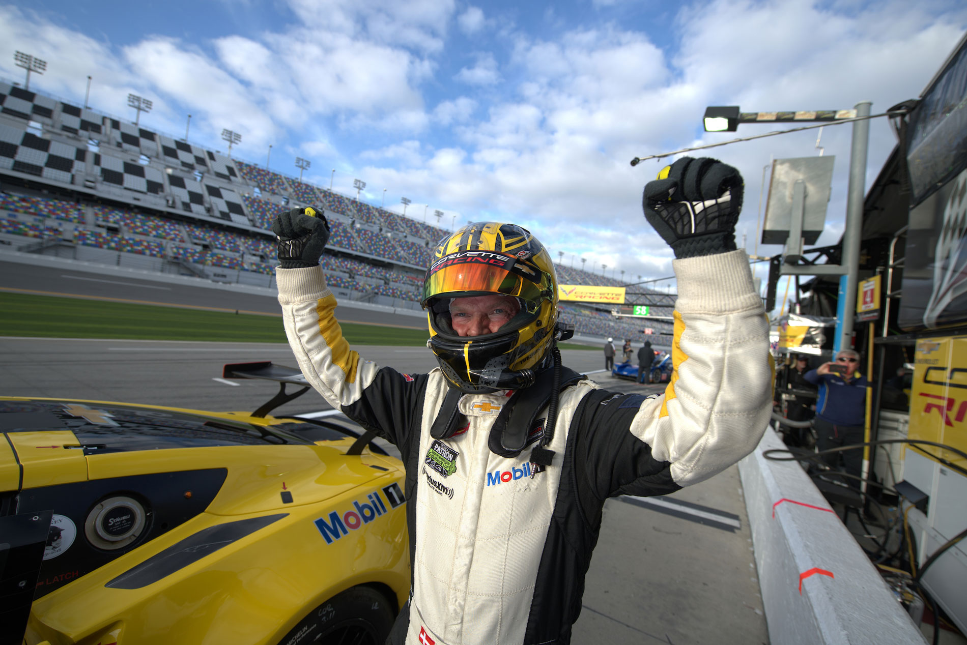 Magnussen secures Rolex 24 GTLM pole