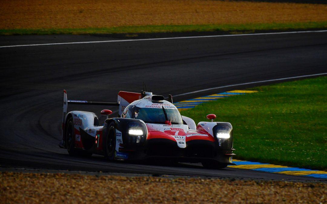 Toyota, Porsche pace Le Mans at halfway point